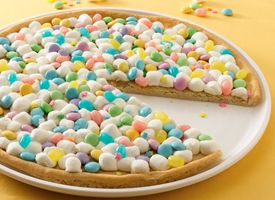 Spring Cookie Pizza: Easter Cakes, Cookies Pizza, Make Time, Pizza Recipes, Cookies Cakes, Desserts Pizza, Old Pallets, Easter Treats, Spring Cookies