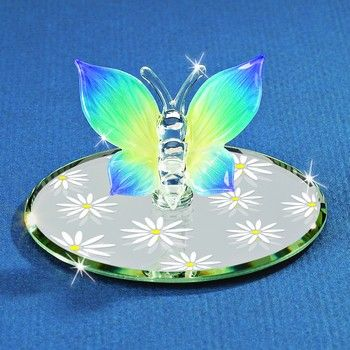 This cute little butterfly is ready for Spring! This is a beautiful Glass Baron piece.