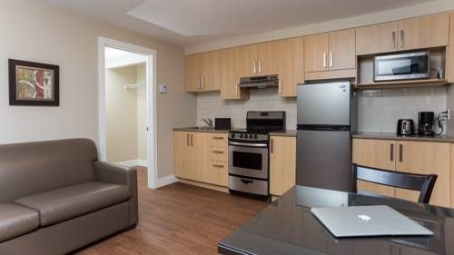 Appartements du Fleuve Brossard Located in Brossard, Appartements du Fleuve features a garden and seasonal outdoor pool. Le Club Dix30 is 6 km away. Free WiFi is offered throughout the property.  The accommodation is air conditioned and comes with a flat-screen TV.