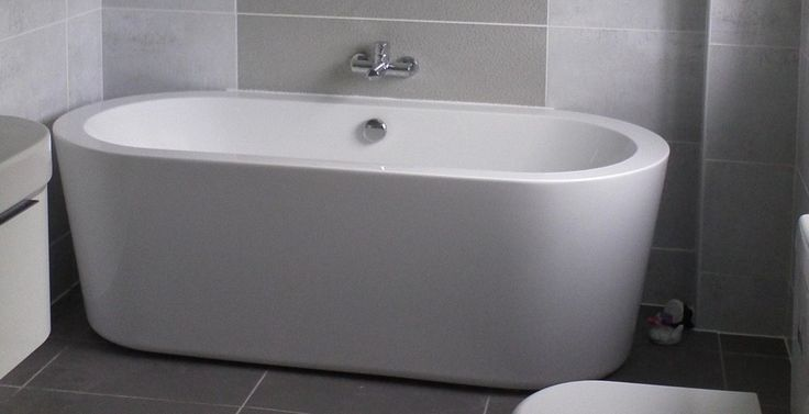 gray-bathroom-ceramic-tile