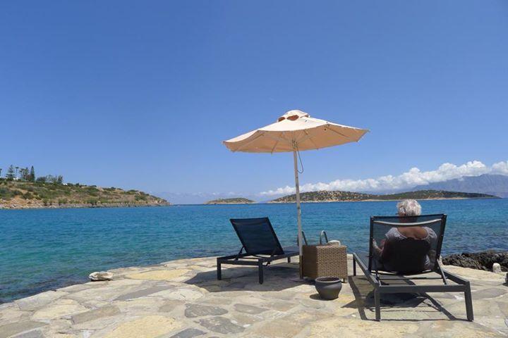 Relaxing moments under the sunshade at Minos Beach art hotel!   Photo credits @Rob Vaughan