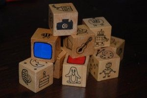 Make your own Story Cubes - wonderful time to bond together, whilst developing imagination, language skills and of course story telling.: Storytelling Ideas, Diy Stories, Kids Activitiesgam, Art Blog, Diy Gifts, Red Ted, Stories Cubes, Wooden Blocks, Challenges Kids