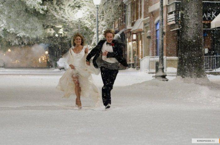 Самые красивые свадебные платья в кино: «Марли и я»  Дженнифер Энистон в нежном платье из кружев.