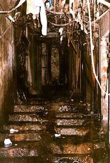 九龍城砦内部の写真-廊下