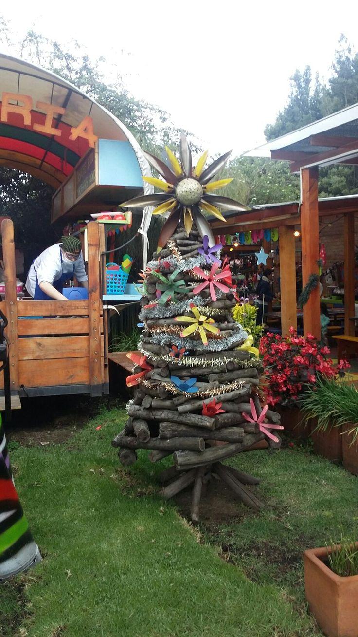 Árbol de navidad con material reutilizado