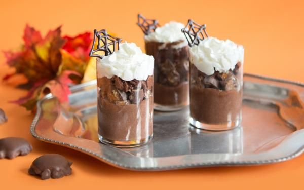 TURTLES Mousse Cups: Dress your TURTLES up like mousse for Hallowe'en.