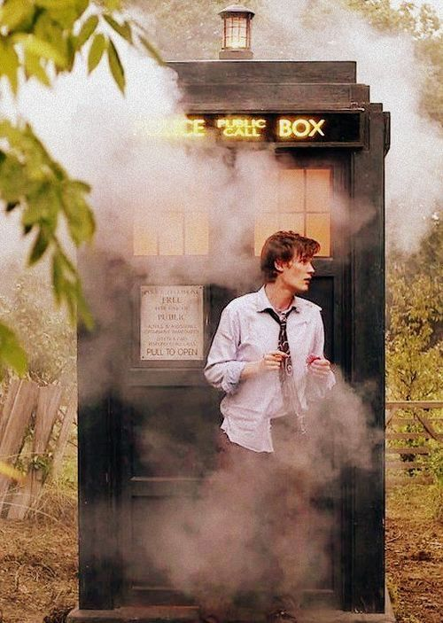 The Raggedy Doctor and the TARDIS #mattsmith #doctorwho Eleven wearing Ten's suit