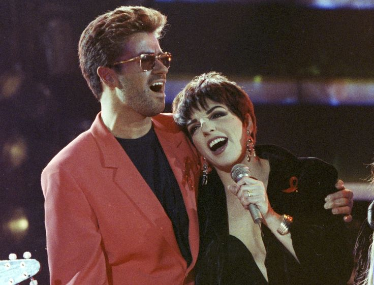Singer George Michael performs with Liza Minnelli at the Freddie Mercury Tribute Concert for AIDS Awareness, at Wembley Stadium, in London in 1992. Michael died Sunday. | REUTERS