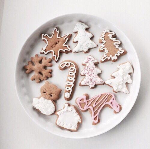 pretty holiday frosted cookies