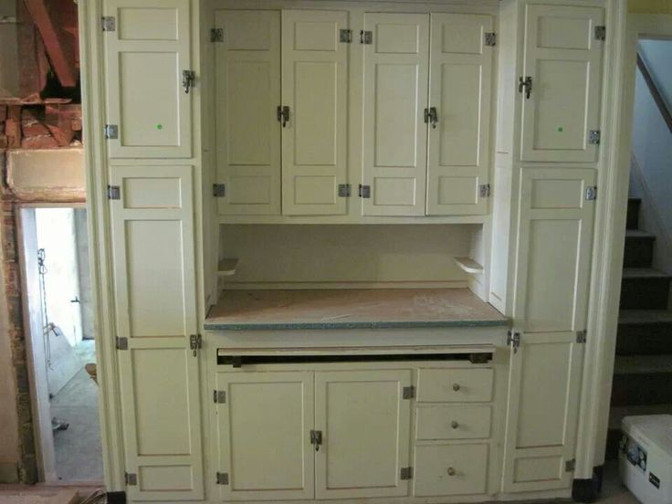 Arts and Crafts Kitchen Cabinets | Putnam & Speedwell |Vintage Arts And Crafts Kitchen
