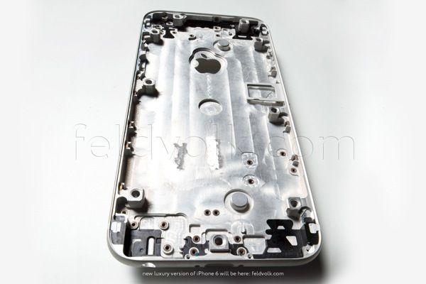 iPhone 6: carcaça traseira aparece em fotos e vídeos de alta qualidade - http://showmetech.band.uol.com.br/iphone-6-carcaca-traseira-aparece-em-fotos-e-videos-de-alta-qualidade/