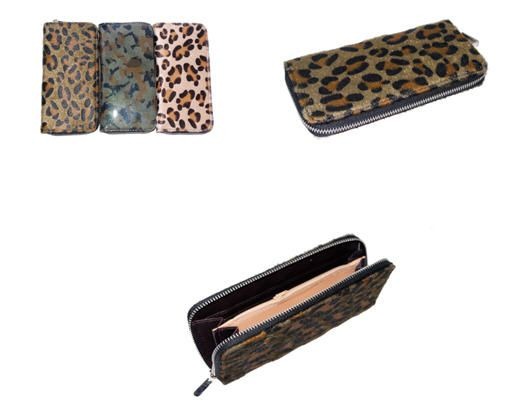 Ventegros vous offre ce portefeuille pour femme vendu à petit prix aux couleurs assorties pour un look chic et glamour. Accessoire de mode très tendance et utile de votre quotidien qui peut contenir plein de choses. Ce joli portefeuille très tendance en motif léopard, muni d'une fermeture éclair est conçu à 100% en polyester. PRIX: 40.50 € H.T (3.38 € / UNITÉ) http://www.ventegros.fr/portefeuille-tres-tendance-en-motif-leopard-avec-fermeture-eclair-tres-tendance.htm