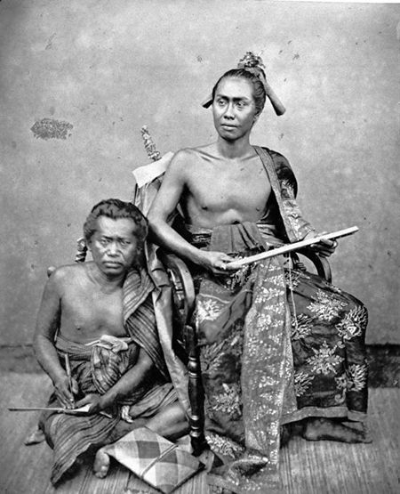 The Raja of Buleleng, Bali, and his secretary (c. 1875) - Tropenmuseum of the Royal Tropical Institute (KIT)