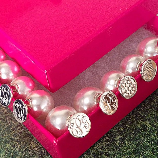 All around preppiness with 360 degrees of #monograms + pearls! Double the SwellCaroline fun, the Monogrammed & Pearl Two Sided Earrings!