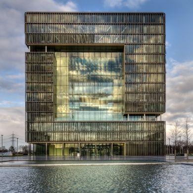Q1 headquarters: Location: ThyssenKrupp Allee 1, Essen45143, GermanyDesigner: JSWD Architekten and Chaix & Morel et Associes Year completion: 2010 Area: 100,000 sq meters