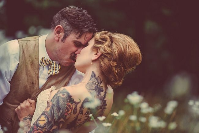 Bride and groom outdoor wedding portraits. Love & Perry Photography