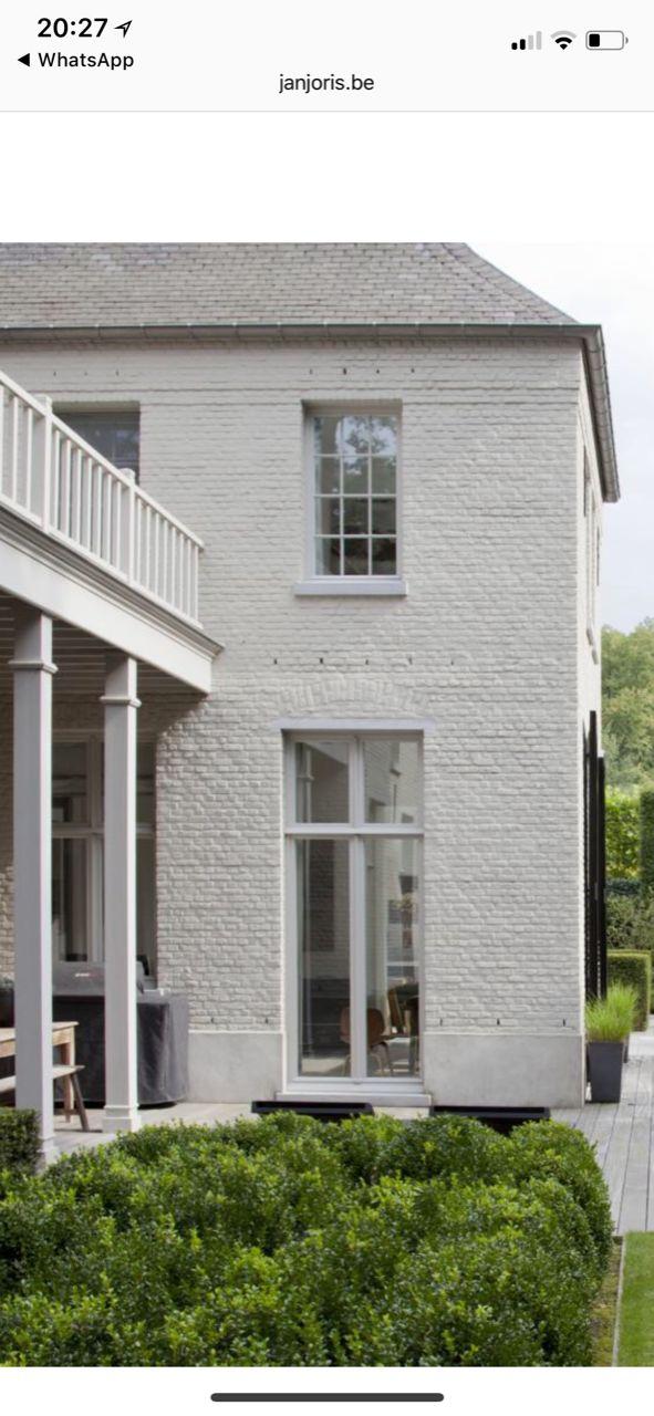 white painted brick is my fave Geschilderde huizen