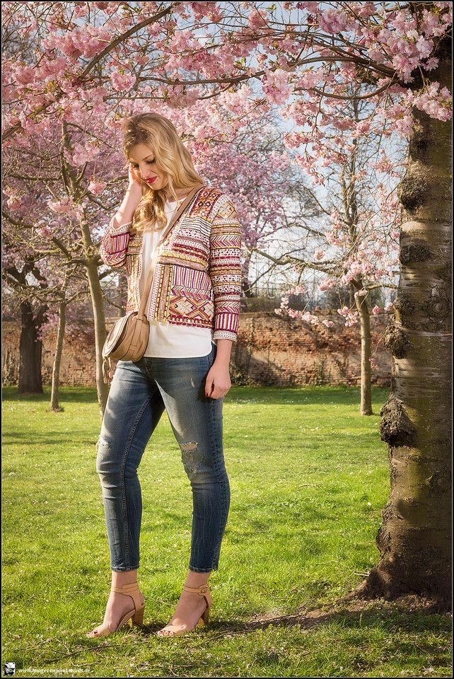 Images Beyond Words, Leonie Löwenherz, Serge Daniel Knapp, Fashion Blogger, Fashion, High Fashion, Blogging, Outdoor, on location, blonde, long hair, gorgeous, editorial, commercial, spring, cherry blossom, Schwetzingen, Schlossgarten, castle, garden, jeans