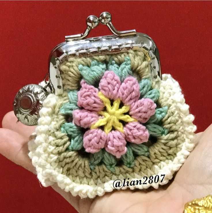 Crochet purse with frame