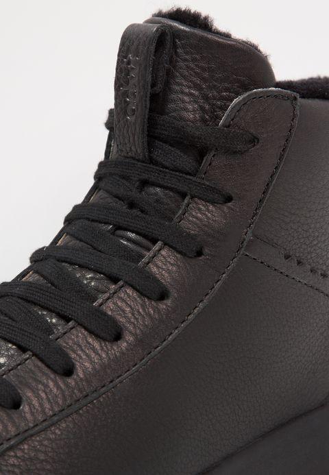 https://www.zalando.es/ohw-zapatillas-altas-black-wh311s000-q11.html