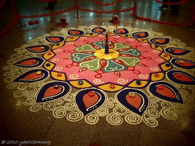 Beutiful piece of Art - Indian Kolam Design by yaptzeemeng, via Flickr