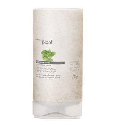 Promove a limpeza do couro cabeludo removendo os resíduos dos fos.