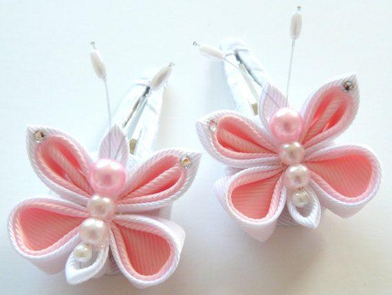 Flores de tela Kanzashi. Set de 8 piezas. Rosa y blanco. por JuLVa                                                                                                                                                                                 Más