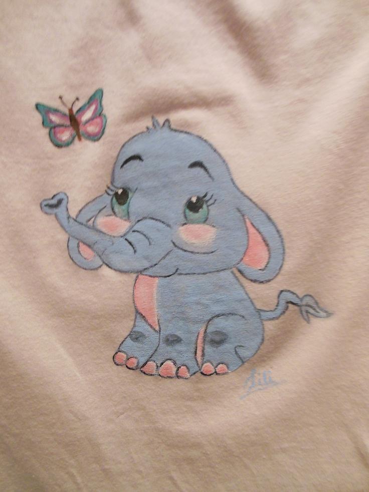 Elefantito pintado a mano sobre camiseta