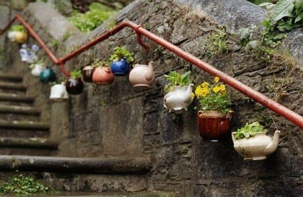 tea pot flower pots.  <3 <3 <3