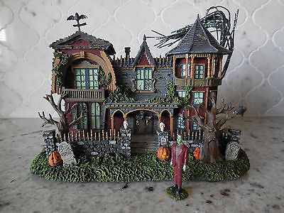 The Munsters Halloween House 1313 MOCKINGBIRD LANE from Hawthorne Village 2004