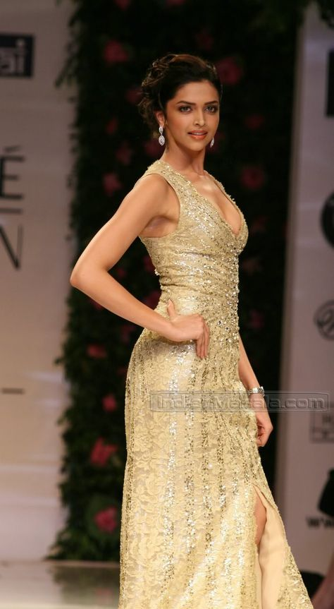 Deepika Padukone cute photos | Veethi
