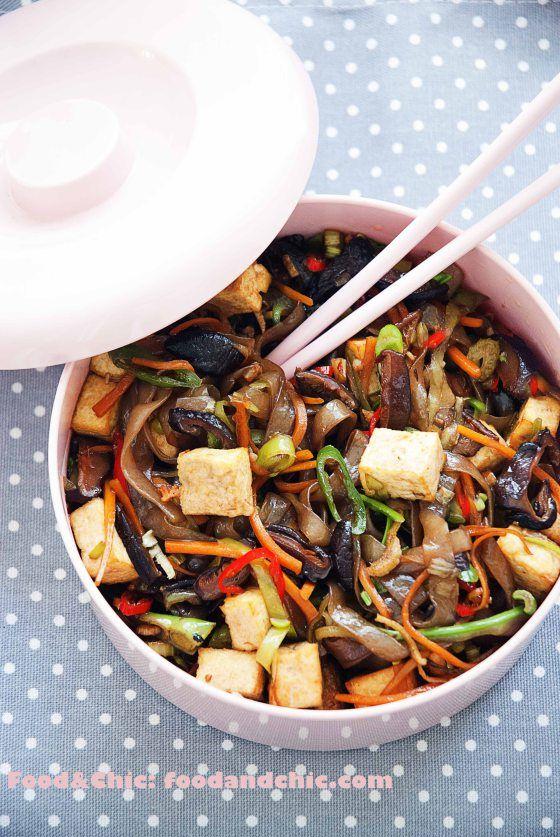 Fideos con tofu y verduras.