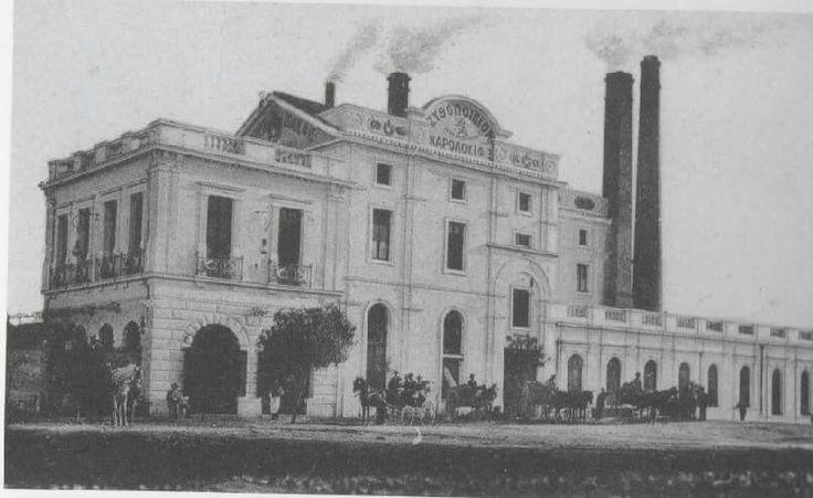 Το εργοστάσιο Φιξ, πριν τη ριζική ανακατασκευή του από τον αρχιτέκτονα Τάκη Ζενέτο, το '50, και πολύ πριν γίνει «βορά» του σταθμού μετρό. Μπροστά, η λεωφ. Συγγρού γαλήνια με ιππήλατες άμαξες (δεκαετία 1900)
