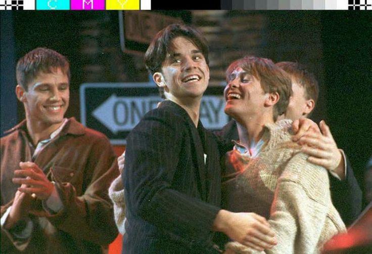 Robbie feiert seinen 40er - Happy Birthday! Im Bild: Jason Orange, Robbie Williams und Mark Owen (Take That) (Bild: epa)