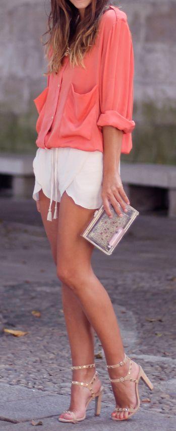 Perfecto... vestido para arriba, pero aún así era cómoda para la cena. Top rosa, pantalón blanco, bolso y zapatos de tacón.