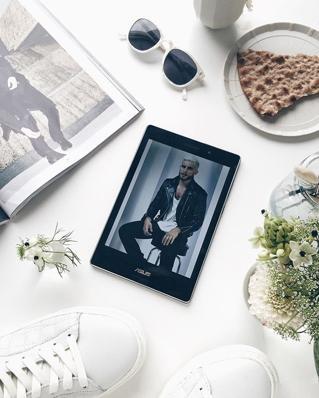 Working from home today, my Asus Zenpad S 8.0 is perfect for blogging! ⭐️✨ ⭐️ #gustavsstilleben ⭐️ #asusnordic