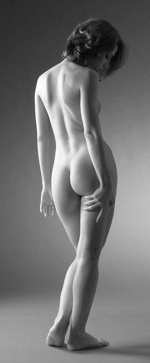 Jennifer Mills - drawing and pose