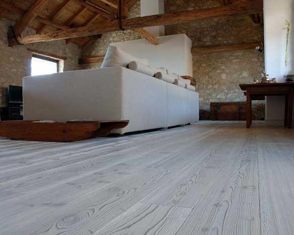 In questo periodo si ravvivano i colori, nuovi pavimenti in #PVC per dare modernità ai vostri pavimenti, ma anche prodotti professionali come #vernici #trasparenti all'acqua, #impregnanti ecc....