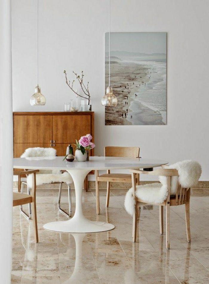 carrelage beige, mur blanc, peinture murale, salle de séjour, aménagement salon, table saarinen