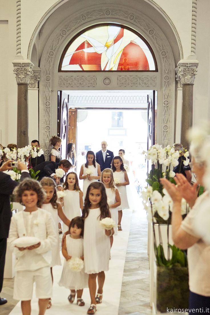 Entrata in chiesa del corteo nunziale   Damigelle e paggetti   Wedding designer & planner Monia Re - www.moniare.com   Organizzazione e pianificazione Kairòs Eventi -www.kairoseventi.it   Foto Oscar Bernelli
