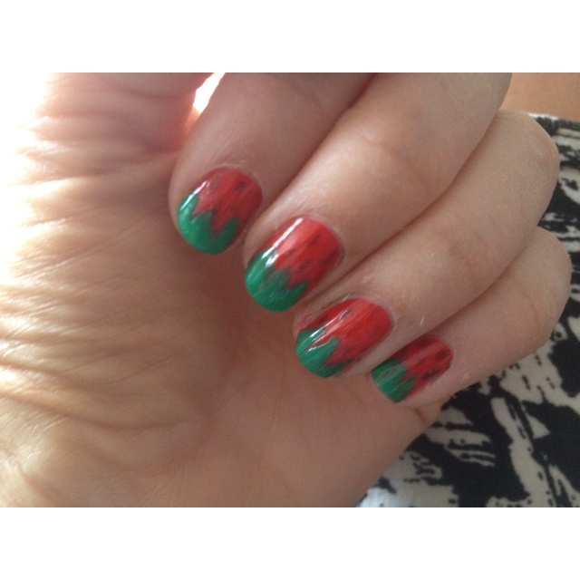 My d-i-y strawberry nails. Very easy!!