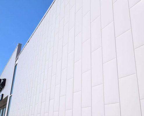 Very minimalist look of our Metal Block in Titanium White.  Notre Metal Block en Blanc Titane.