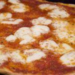 Preparare la pizza e\' sempre una festa. Impastarla con in propri bambini e\' una gran divertimento, ma sopratutto ogni volta ...