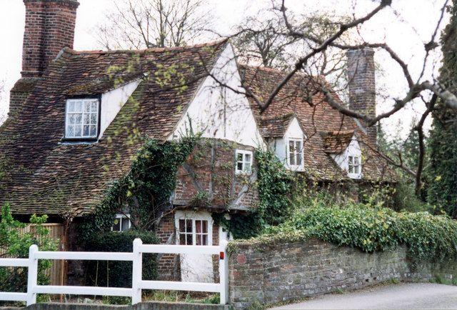 Hills House an der Village Road in Denham (Buckinghamshire).