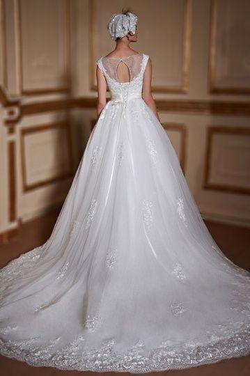 Robe de mariage vintage encolure illusion ornée de dentelles raffinées et brillants à taille traîne cathédrale