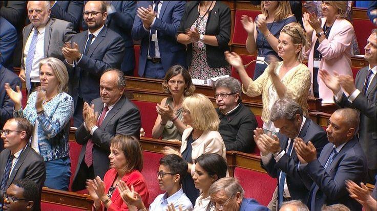 De Rugy fait applaudir le drapeau européen à l'Assemblée nationale devant un Mélenchon boudeur