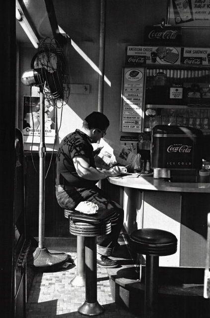 Diner 14th street New York 1952  Photo: Louis Stettner