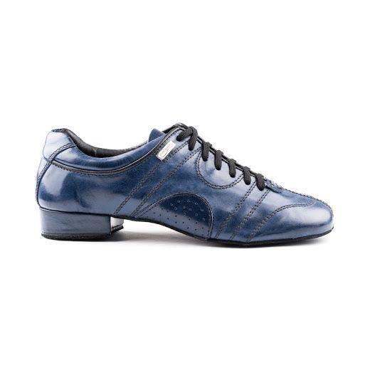 Dette er en rå dansesneakers fra PortDance ved navn PD Casual 001. Skoen er udført i blå læder og lædersål. Lækker dansesko med godt grip og super fit. En dansesko i høj kvalitet med et utrolig højt komfortniveau!  Findes hos Nordic Dance Shoes: http://www.nordicdanceshoes.dk/portdance-pd-casual-001-blaa-laeder-laedersaal-dansesneakers#utm_source=pin