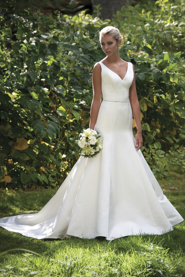 This v-neck beauty by Augusta Jones is perfect for any type of ceremony! #somethinggoldweddings