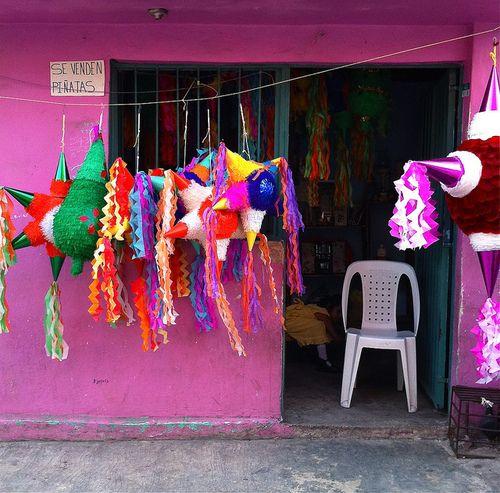 Piñatas de colores.